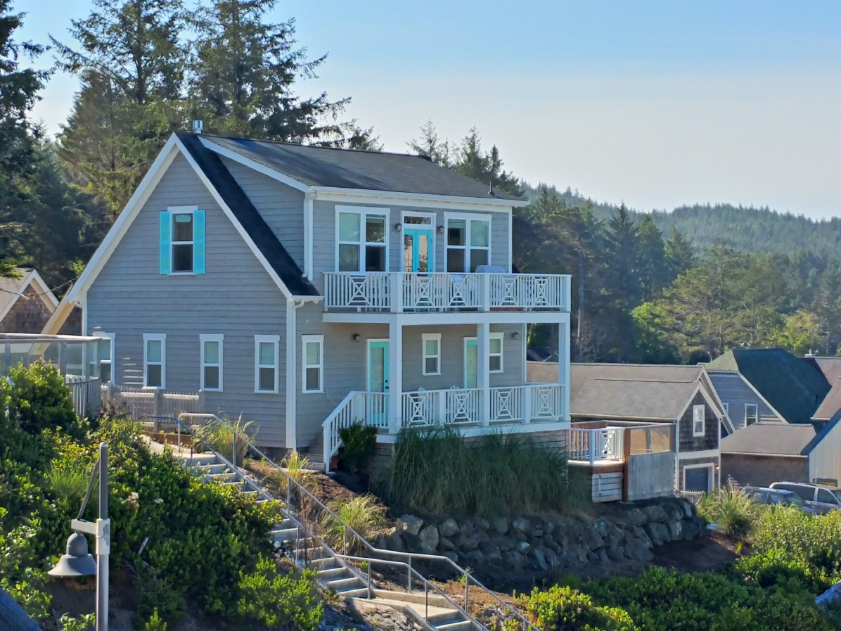 Seaview Cottage has two decks both with ocean views.